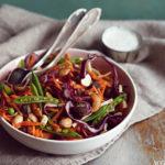 Fargerik råkostsalat til kjøtt og fisk
