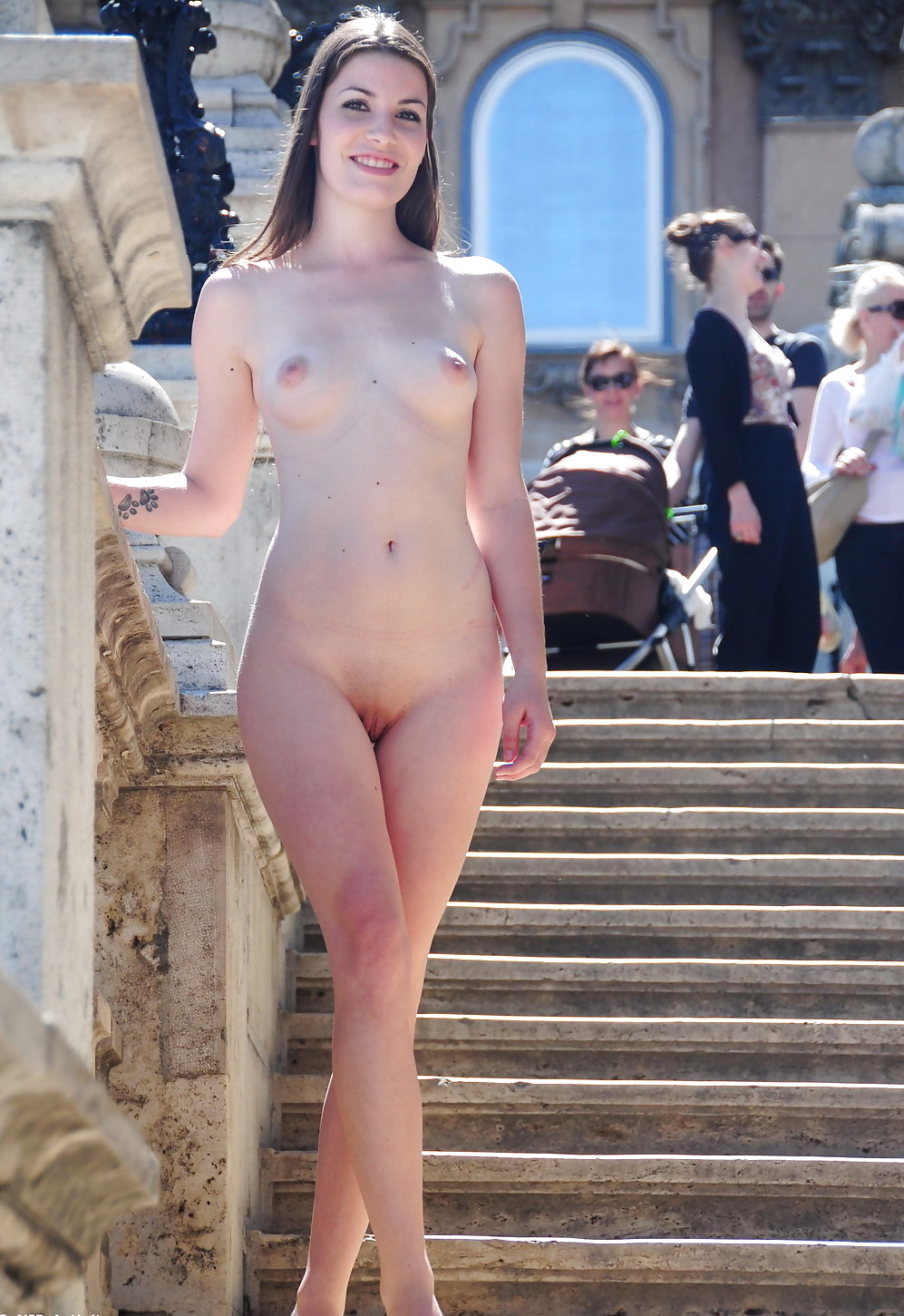 Naked Women Embarrassed In Public - Image 4 Fap-7120