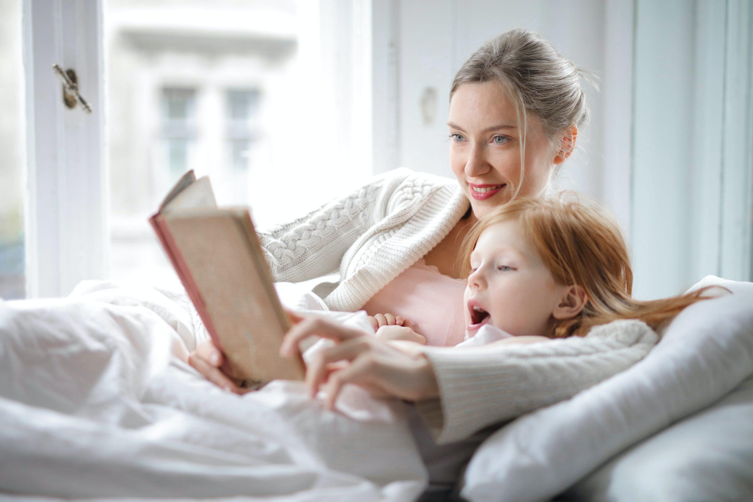 La curiosité est acquise par le partage avec les proches. Un moment de lecture suffit pour éveiller la curiosité.