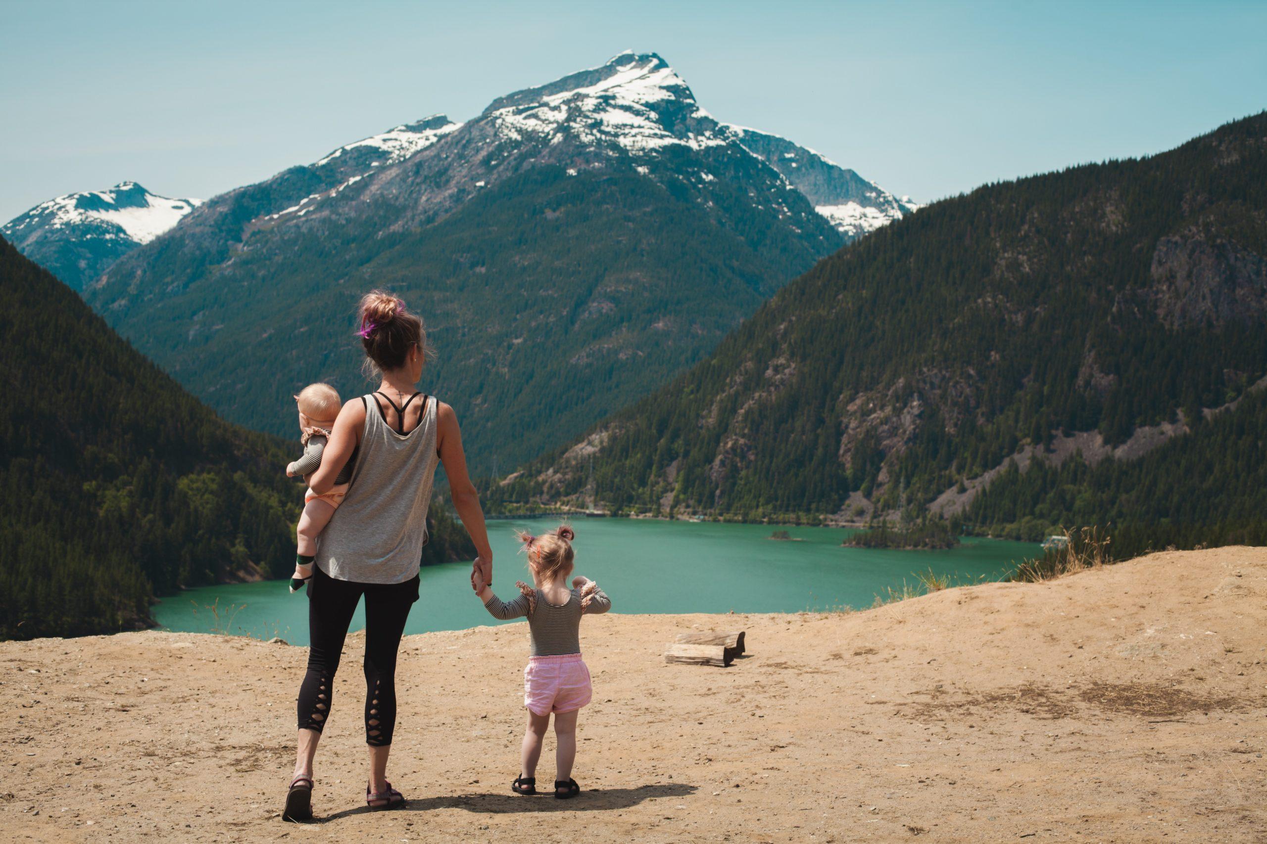 Le premier pas à faire pour pouvoir observer la nature est de sortir ! Alors on sort les chaussures et on va en nature comme le préconise Charlotte MASON.