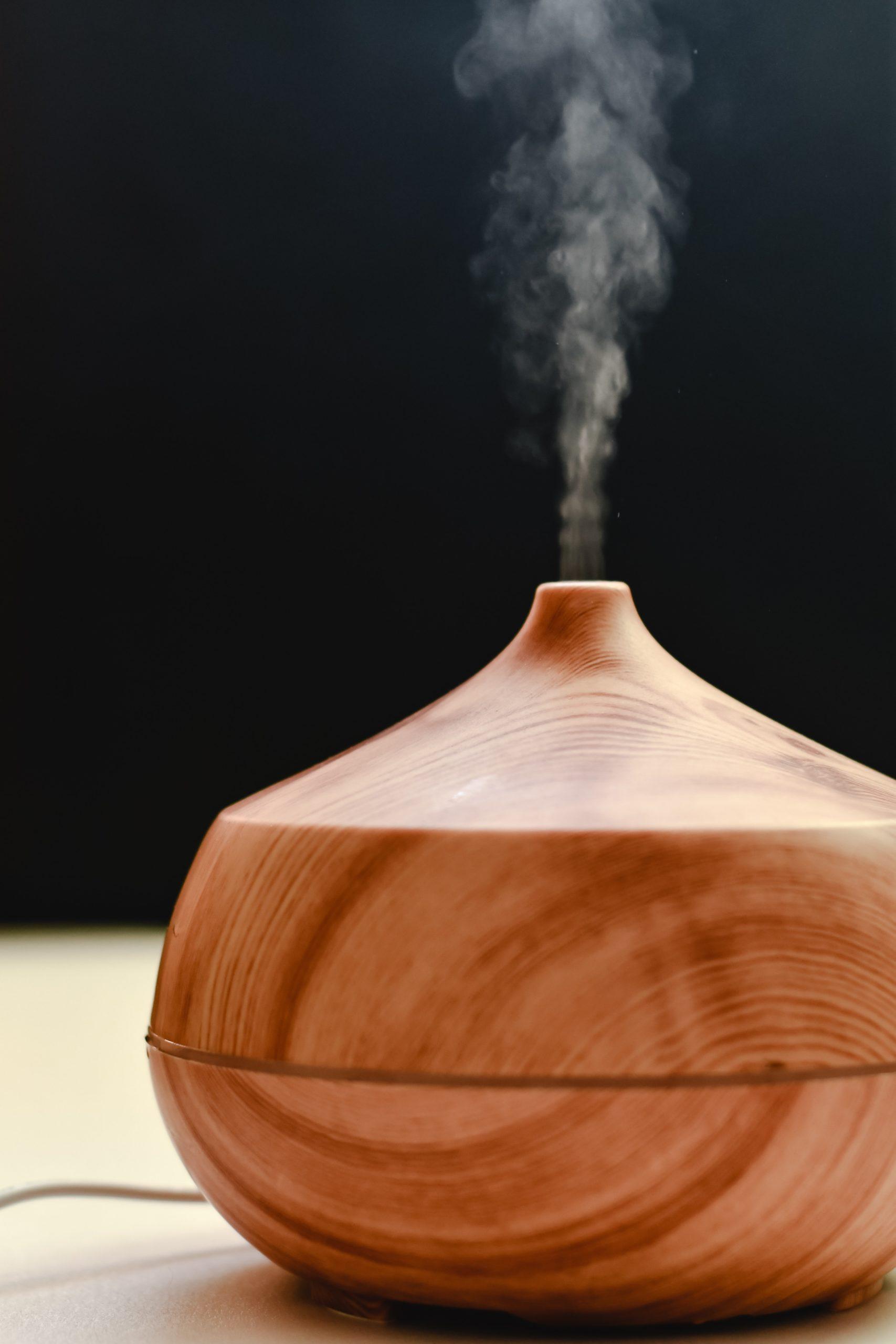 Diffuseur ultrasonique d'huiles essentielles pour bénéficier d'une diffusion douce des huiles essentielles.
