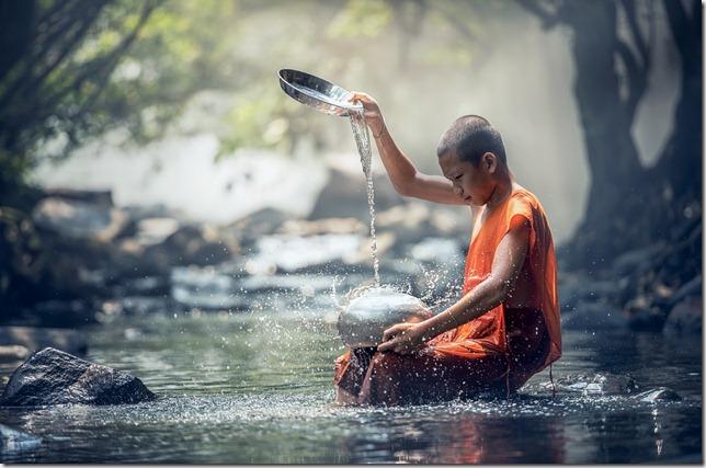 bouddha rituel eau