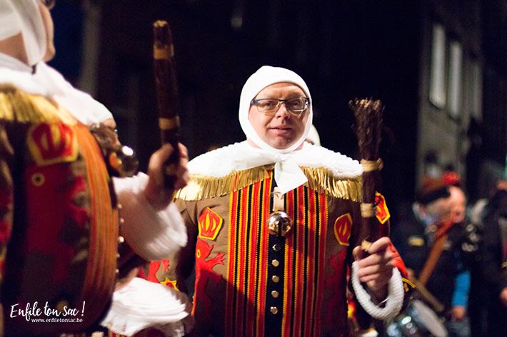 gille de binche nuit Mardi Gras au carnaval de Binche, dans la nuit avec les Gilles