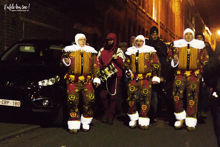 gilles nuit mardi gras Mardi Gras au carnaval de Binche, dans la nuit avec les Gilles