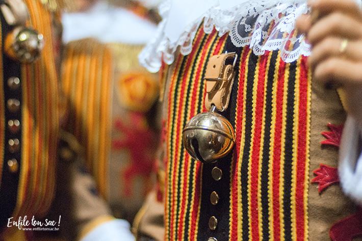 grelot gille binche Mardi Gras au carnaval de Binche, dans la nuit avec les Gilles