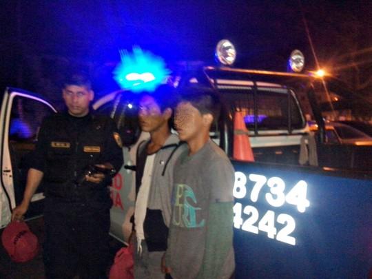 Dos arrestados con arma de fuego falsa (1)