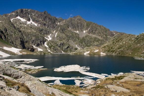 lac noir dans le Mercantour