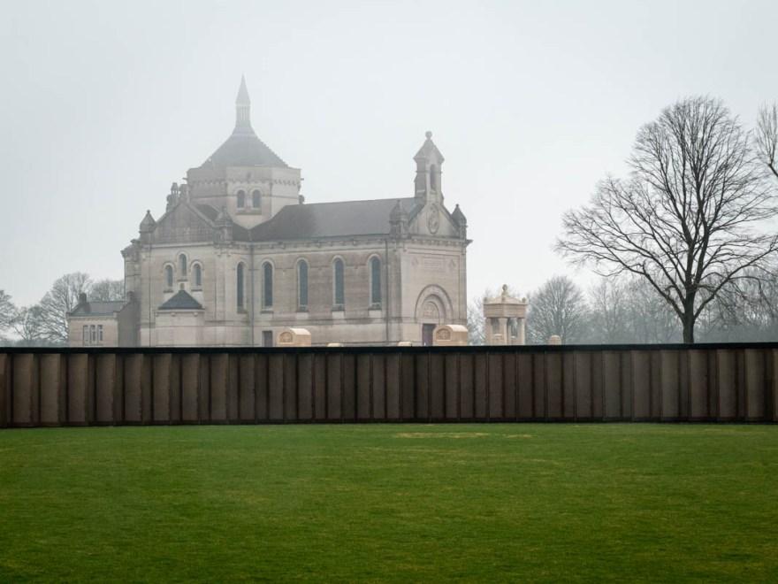 anneau de la mémoire et la basilique de notre-dame-de-lorette