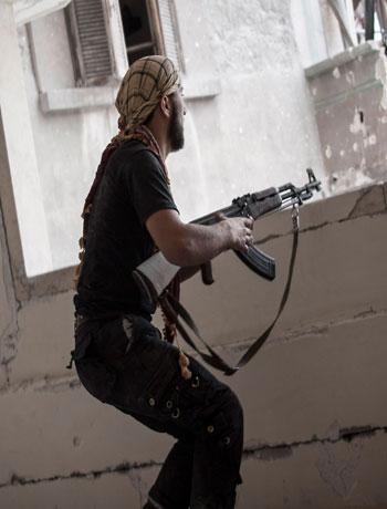 Syria army quits base on strategic Aleppo road