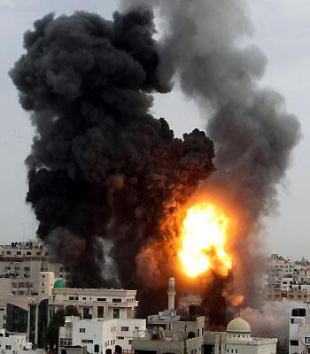 Israeli air strikes hit Hamas HQ in Gaza
