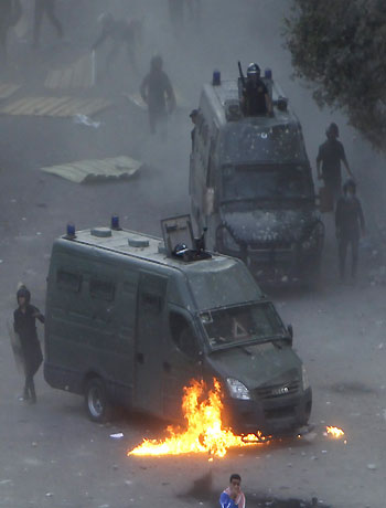 """Protests after """"pharaoh"""" Mursi assumes powers in Egypt"""