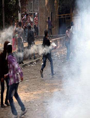 Thousands march to Tahrir as pressure piles on Egypt's Morsi