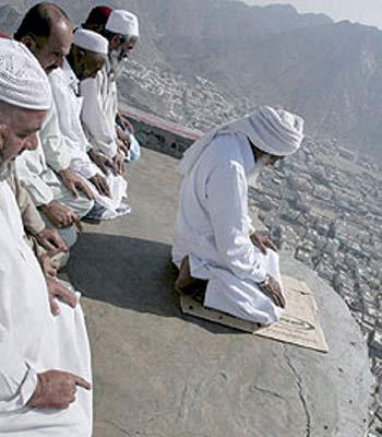 Saudi on alert as 2.5 million pilgrims start hajj