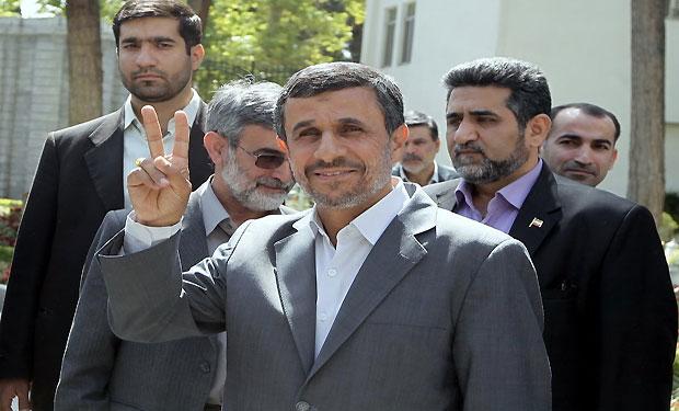 Iran: Hardliners crack down on Ahmadinejad supporters