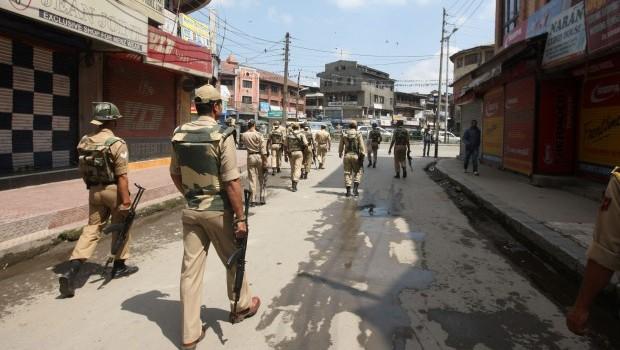Policeman, rebel killed in Indian Kashmir fighting
