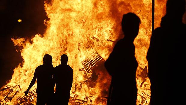 32 police officers, lawmaker hurt in Belfast riots