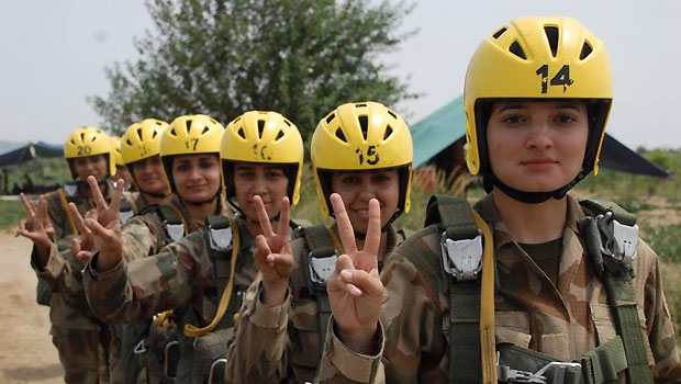 Pakistani army inducts first female paratroopers
