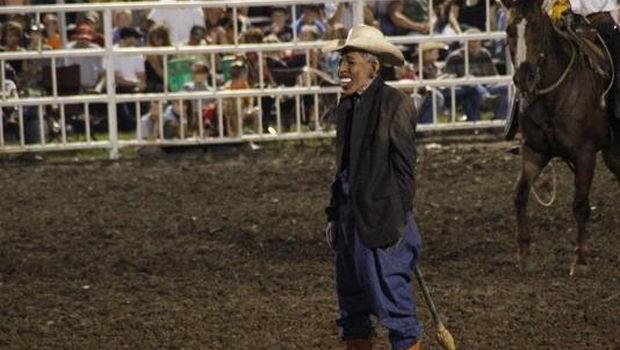US fair clown draws criticism for Obama mask