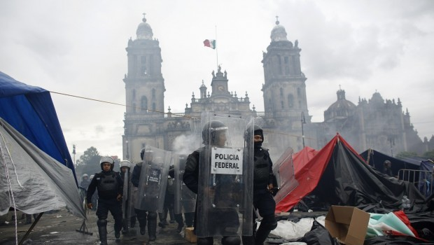 Police end occupation of Mexico City center