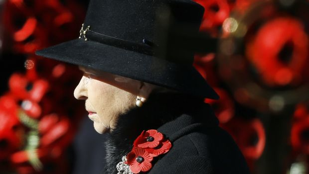 In London, queen leads annual tribute to war dead