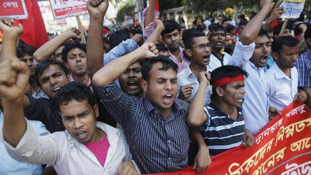 Violent Bangladesh garment pay clash shuts over 100 factories