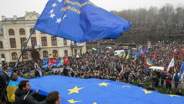 Tens of thousands rally in Kiev for closer EU ties