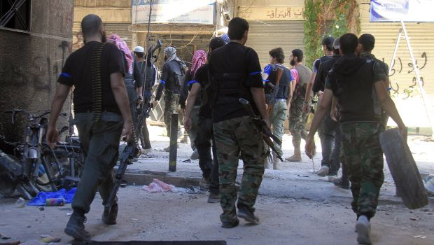 Syria: Government forces shell Yarmouk camp district