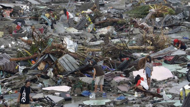 Philippine typhoon survivors beg for help as rescuers struggle