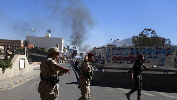 Car bomb hits Yemen's Defense Ministry, killing 27