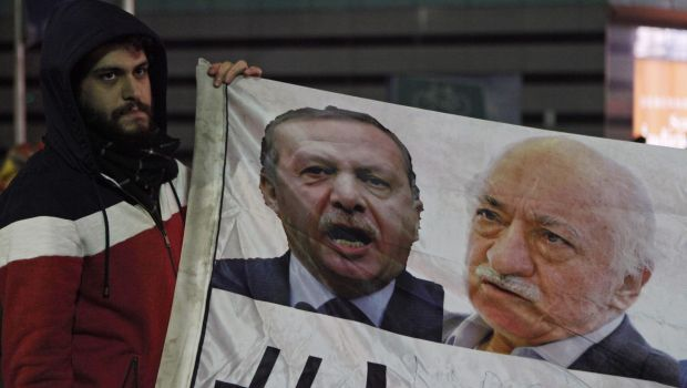 Turkish graft scandal triggers feud over judicial independence