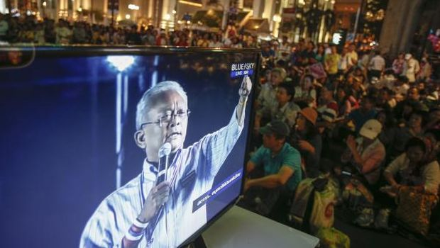 Thai protesters stage new mass rally in Bangkok