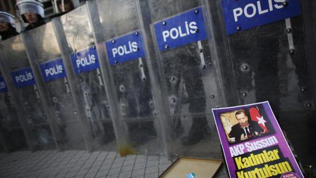 Turkey removes 350 police officers in Ankara