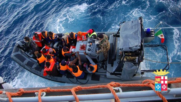 Italian navy rescues over 1000 migrants from boats in 24 hours