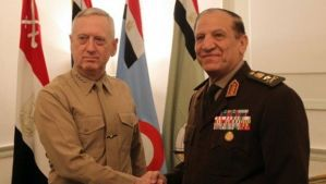 Former Egyptian Army Chief of Staff Sami Anan, right, shakes hands with former Commander of United States Central Command James Mattis during a March 2011 meeting in Cairo, Egypt. (AFP Photo/Khaled Desouki)