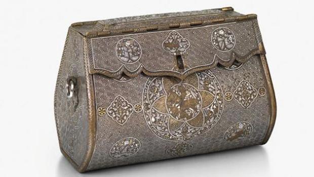 London gallery exhibits 700-year-old 'handbag'
