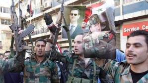 Soldiers from forces loyal to Syria's President Bashar al-Assad attend a rally supporting him and the army in Damascus February 19, 2014. REUTERS/Khaled al-Hariri (SYRIA - Tags: POLITICS CONFLICT CIVIL UNREST)