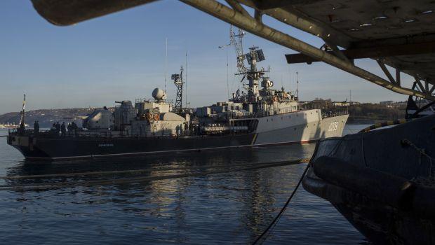 Ukraine: Russia demands that two warships surrender