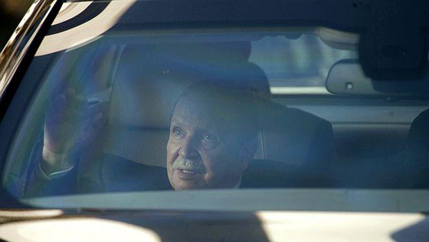 Algeria: Presidential candidates withdraw as Bouteflika runs