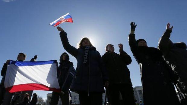 Crimea declares independence; West hits back