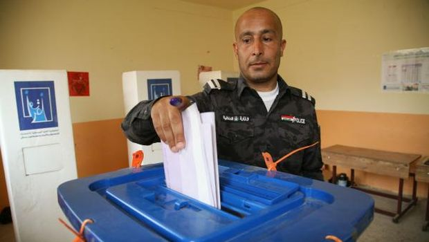 Iraqi troops and expats begin voting
