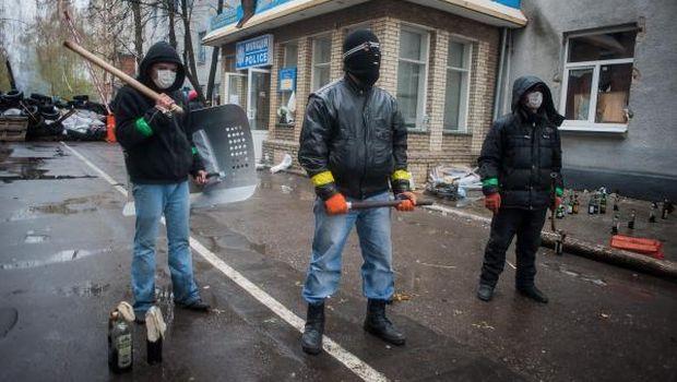 Ukraine officer killed in gun battle in east