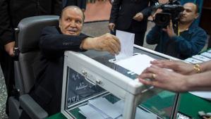 Algeria's President Abdelaziz Bouteflika casts his ballot during the presidential election in Algiers on April 17, 2014. (REUTERS/Zohra Bensemra)