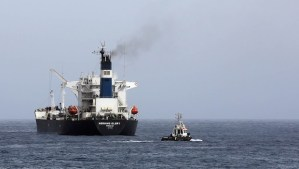The oil tanker the Morning Glory during the unloading of oil in the Libyan sea port of Zawiya on April 4, 2014. (AFP PHOTO/MAHMUD TURKIA)