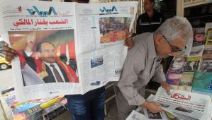 An Iraqi man reads a local newspaper the day after results revealed that Iraqi Prime Minister Nuri Al-Maliki won the most seats in parliamentary elections, in Baghdad on May 20, 2014. (AFP PHOTO/AHMAD AL-RUBAYE)