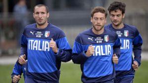 Italian national soccer players Giorgio Chiellini (L), Claudio Marchisio (C) and Marco Parolo (R) during a training session in Coverciano, near Florence, Italy, on May 27, 2014. (EPA/MAURIZIO DEGL' INNOCENTI)