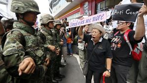 Thai activists shout slogans to soldiers during a rally against the military coup at a cinema in Bangkok, Thailand, on May 24, 2014. (EPA/RUNGROJ YONGRIT)