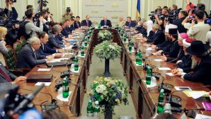 A general view of the participants during government talks held in Kiev, Ukraine, on May 14, 2014. (EPA/ANDREW KRAVCHENKO / POOL)