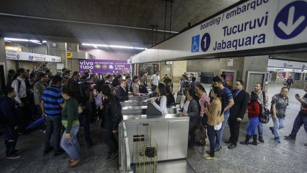 São Paulo metro strike stirs chaos as World Cup looms