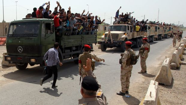 Sunni militants capture 2 towns north of Baghdad
