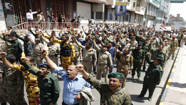 Yemeni Houthis call for government resignation as deadline approaches